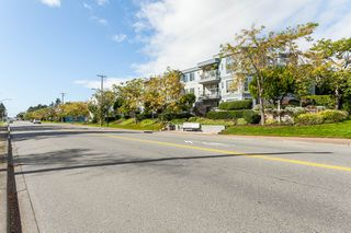 "Photo 3: 307 15941 MARINE Drive: White Rock Condo for sale in ""THE HERITAGE"" (South Surrey White Rock)  : MLS®# R2408083"