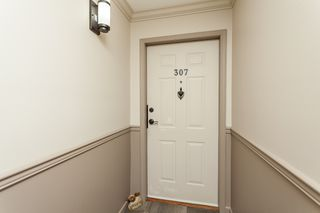 "Photo 4: 307 15941 MARINE Drive: White Rock Condo for sale in ""THE HERITAGE"" (South Surrey White Rock)  : MLS®# R2408083"