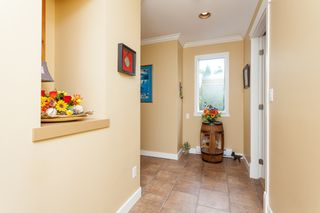 "Photo 5: 307 15941 MARINE Drive: White Rock Condo for sale in ""THE HERITAGE"" (South Surrey White Rock)  : MLS®# R2408083"