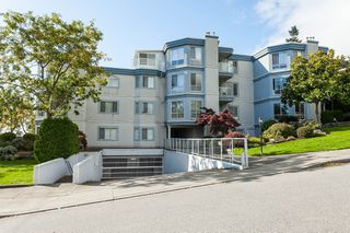 "Photo 2: 307 15941 MARINE Drive: White Rock Condo for sale in ""THE HERITAGE"" (South Surrey White Rock)  : MLS®# R2408083"