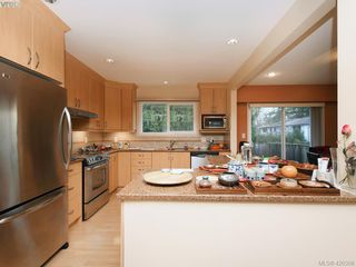 Photo 3: 1907 High Park Place in VICTORIA: SE Gordon Head Single Family Detached for sale (Saanich East)  : MLS®# 420398