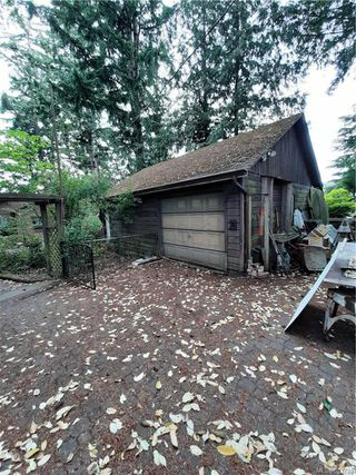 Photo 3: 2904 Leigh Rd in Langford: La Langford Lake Single Family Detached for sale : MLS®# 843794
