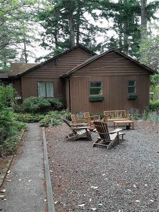 Photo 2: 2904 Leigh Rd in Langford: La Langford Lake Single Family Detached for sale : MLS®# 843794