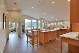 Photo 5: 6532 N GALE Avenue in Sechelt: Sechelt District House for sale (Sunshine Coast)  : MLS®# R2526700