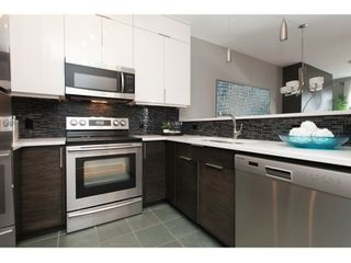 "Photo 2: PH17 511 W 7TH Avenue in Vancouver: Fairview VW Condo for sale in ""BEVERLY GARDENS"" (Vancouver West)  : MLS®# R2001125"