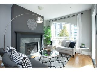 "Photo 1: PH17 511 W 7TH Avenue in Vancouver: Fairview VW Condo for sale in ""BEVERLY GARDENS"" (Vancouver West)  : MLS®# R2001125"