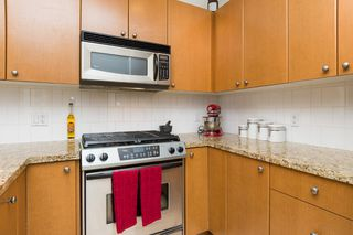 "Photo 15: 406 14 E ROYAL Avenue in New Westminster: Fraserview NW Condo for sale in ""Victoria Hill"" : MLS®# R2092920"