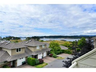 Photo 3: 24 127 Aldersmith Place in VICTORIA: VR Glentana Townhouse for sale (View Royal)  : MLS®# 368134