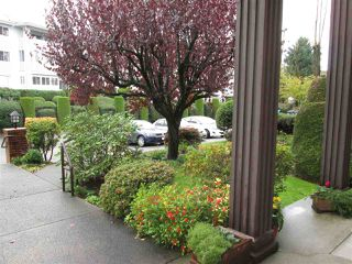 "Photo 9: 314 32910 AMICUS Place in Abbotsford: Central Abbotsford Condo for sale in ""Royal Oaks"" : MLS®# R2122467"