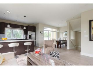 Photo 7: 11 235 Island Highway in VICTORIA: VR View Royal Townhouse for sale (View Royal)  : MLS®# 372262