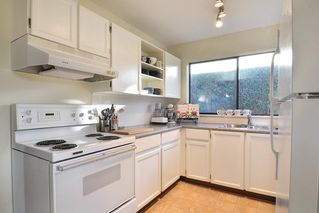 """Photo 10: 2 14231 18A Avenue in Surrey: Sunnyside Park Surrey Townhouse for sale in """"SUNHILL GARDENS"""" (South Surrey White Rock)  : MLS®# R2136203"""