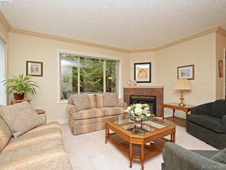 Photo 5: 2 127 Aldersmith Place in VICTORIA: VR Glentana Townhouse for sale (View Royal)  : MLS®# 387907