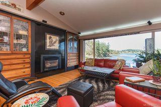 Photo 3: 2775 Shoreline Drive in VICTORIA: VR Glentana Single Family Detached for sale (View Royal)  : MLS®# 389770