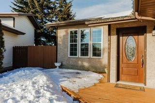 Photo 2: 7604 189 St NW in Edmonton: Zone 20 House for sale : MLS®# E4140355
