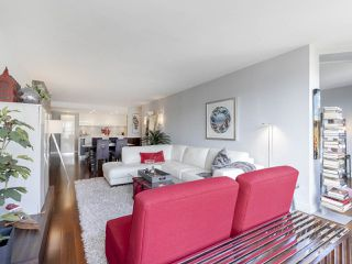 """Photo 6: 605 1490 PENNYFARTHING Drive in Vancouver: False Creek Condo for sale in """"Harbour Cove Three"""" (Vancouver West)  : MLS®# R2352893"""