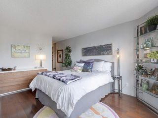 """Photo 16: 605 1490 PENNYFARTHING Drive in Vancouver: False Creek Condo for sale in """"Harbour Cove Three"""" (Vancouver West)  : MLS®# R2352893"""