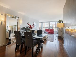 """Photo 9: 605 1490 PENNYFARTHING Drive in Vancouver: False Creek Condo for sale in """"Harbour Cove Three"""" (Vancouver West)  : MLS®# R2352893"""