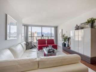 """Photo 3: 605 1490 PENNYFARTHING Drive in Vancouver: False Creek Condo for sale in """"Harbour Cove Three"""" (Vancouver West)  : MLS®# R2352893"""