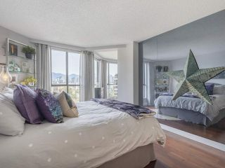 """Photo 15: 605 1490 PENNYFARTHING Drive in Vancouver: False Creek Condo for sale in """"Harbour Cove Three"""" (Vancouver West)  : MLS®# R2352893"""