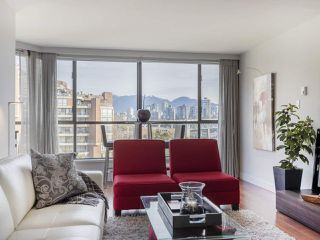 """Photo 2: 605 1490 PENNYFARTHING Drive in Vancouver: False Creek Condo for sale in """"Harbour Cove Three"""" (Vancouver West)  : MLS®# R2352893"""