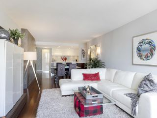 """Photo 7: 605 1490 PENNYFARTHING Drive in Vancouver: False Creek Condo for sale in """"Harbour Cove Three"""" (Vancouver West)  : MLS®# R2352893"""
