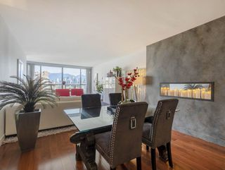 """Photo 8: 605 1490 PENNYFARTHING Drive in Vancouver: False Creek Condo for sale in """"Harbour Cove Three"""" (Vancouver West)  : MLS®# R2352893"""