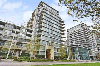 "Main Photo: 306 138 W 1ST Avenue in Vancouver: False Creek Condo for sale in ""WALL CENTRE FALSE CREEK"" (Vancouver West)  : MLS®# R2360592"