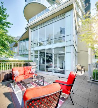 "Photo 11: TH 106 918 COOPERAGE Way in Vancouver: Yaletown Townhouse for sale in ""MARINER"" (Vancouver West)  : MLS®# R2366351"