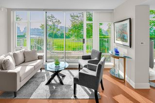 "Photo 3: TH 106 918 COOPERAGE Way in Vancouver: Yaletown Townhouse for sale in ""MARINER"" (Vancouver West)  : MLS®# R2366351"