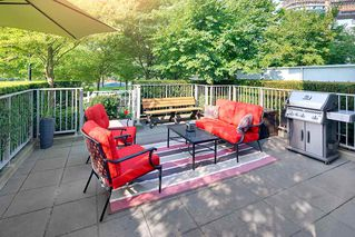 "Photo 2: TH 106 918 COOPERAGE Way in Vancouver: Yaletown Townhouse for sale in ""MARINER"" (Vancouver West)  : MLS®# R2366351"
