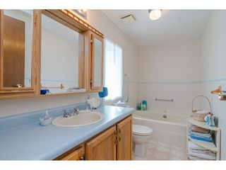 Photo 13: 231 20071 24 AVENUE in Langley: Brookswood Langley Manufactured Home for sale : MLS®# R2400378