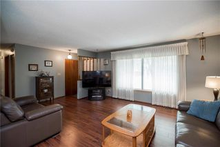 Photo 4: 98 Moberly Avenue in Winnipeg: Lakeside Meadows Residential for sale (3K)  : MLS®# 1929529