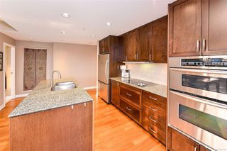 Photo 8: 605 788 Humboldt St in : Vi Downtown Condo for sale (Victoria)  : MLS®# 857154