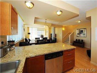 Photo 6: 608 827 Fairfield Rd in VICTORIA: Vi Downtown Condo for sale (Victoria)  : MLS®# 575913