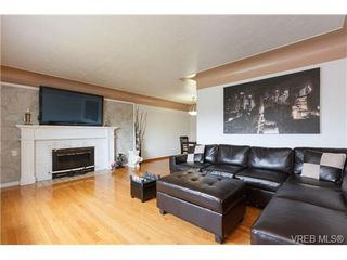 Photo 4: 887 Lampson St in VICTORIA: Es Old Esquimalt Half Duplex for sale (Esquimalt)  : MLS®# 674265