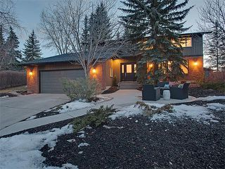 Photo 1: 240 PUMP HILL Gardens SW in Calgary: Pump Hill House for sale : MLS®# C4052437