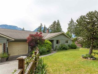 Photo 4: 40471 AYR Drive in Squamish: Garibaldi Highlands House for sale : MLS®# R2074786