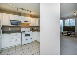 """Photo 5: 124 9979 140 Street in Surrey: Whalley Townhouse for sale in """"SHERWOOD GREEN"""" (North Surrey)  : MLS®# R2108711"""