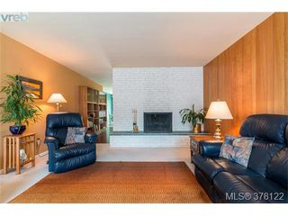 Photo 3: 4048 Magdelin Street in VICTORIA: SE Lambrick Park Strata Duplex Unit for sale (Saanich East)  : MLS®# 378122