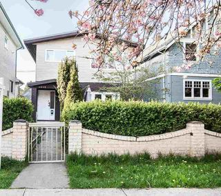 Photo 2: 1015 E 11TH Avenue in Vancouver: Mount Pleasant VE House 1/2 Duplex for sale (Vancouver East)  : MLS®# R2262921