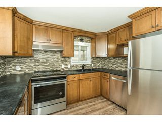 """Photo 4: 14 24330 FRASER Highway in Langley: Otter District Manufactured Home for sale in """"LANGLEY GROVE ESTATES"""" : MLS®# R2263420"""