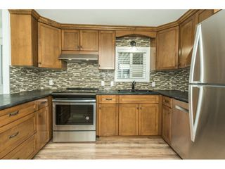 """Photo 5: 14 24330 FRASER Highway in Langley: Otter District Manufactured Home for sale in """"LANGLEY GROVE ESTATES"""" : MLS®# R2263420"""