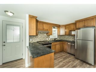 """Photo 3: 14 24330 FRASER Highway in Langley: Otter District Manufactured Home for sale in """"LANGLEY GROVE ESTATES"""" : MLS®# R2263420"""