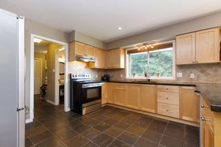 Photo 5: 1311 HONEYSUCKLE Lane in Coquitlam: Summitt View House for sale : MLS®# R2269032