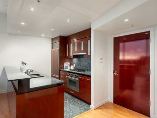 """Photo 5: 3106 938 NELSON Street in Vancouver: Downtown VW Condo for sale in """"ONE WALL CENTRE"""" (Vancouver West)  : MLS®# R2313633"""