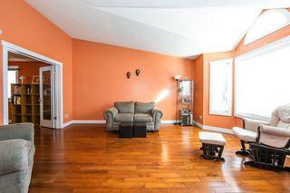 Photo 4: 4920 31 Avenue in Edmonton: Zone 29 House for sale : MLS®# E4147092
