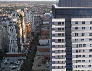Photo 2: 3404 10019 104 Street in Edmonton: Zone 12 Condo for sale : MLS®# E4156356