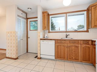 Photo 12: 3240 56 Street NE in Calgary: Pineridge Detached for sale : MLS®# C4256350