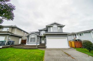 Photo 1: 5782 185 Street in Surrey: Cloverdale BC House for sale (Cloverdale)  : MLS®# R2411536