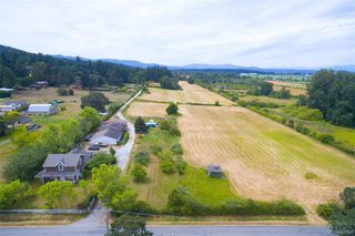 Main Photo: 9210 Cresswell Rd in North Saanich: NS Airport Single Family Detached for sale : MLS®# 842241